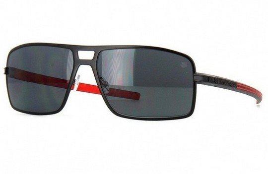 88f48e57da7da Os Óculos TAG Heuer vêm com contornos ergonômicos próprios da marca e são  voltados para quem pratica esportes. O design e diferente dos óculos TAG  Heuer