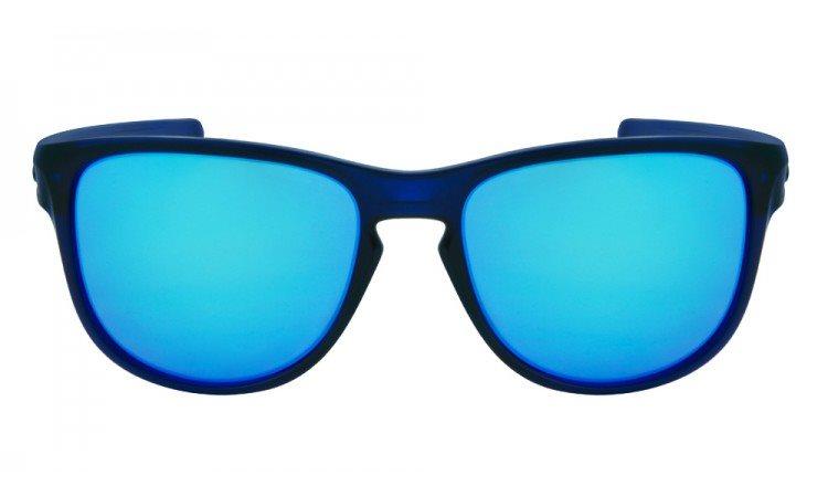 0d046e6812782 A Oakley é uma marca referência na fabricação de óculos de sol para homens e  mulheres usarem durante a prática de esportes moderados e radicais.