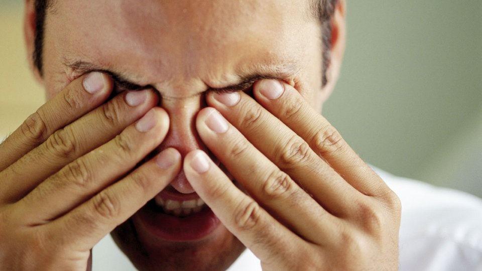 1da81c6c6b Para aqueles que têm dificuldade de enxergar, o uso de lentes corretivas é  uma alternativa, ...