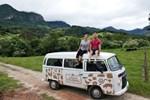 Casal viaja de Kombi pelo Brasil conectando produtores locais e cria clube de sabores coloniais
